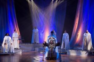 All look on as Richard III is crowned. (PHOTO: Harvey Lee)